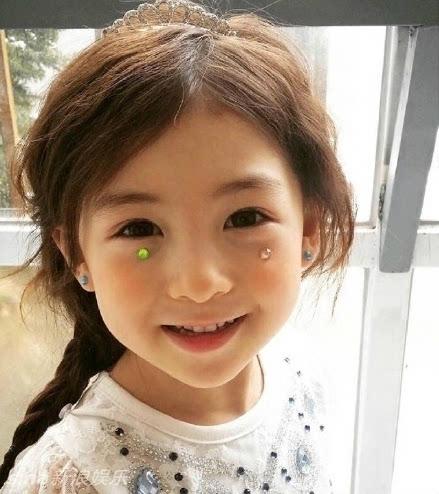 5岁混血宝宝模特网络走红 大眼萌造型多变图片