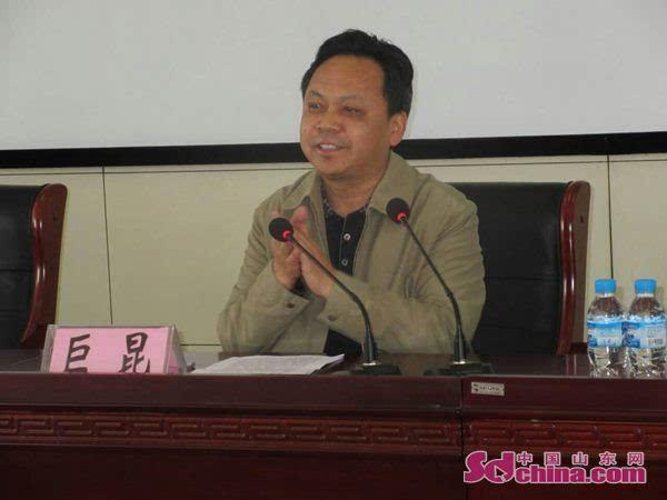 菏泽市中心血站站长巨昆发表热情讲话