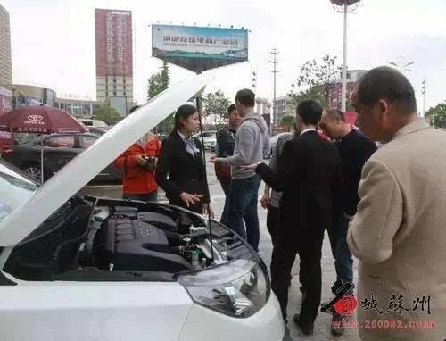 来渭塘珍珠城看车展香车美女还有2000元油卡敝被故事的尿美女图片