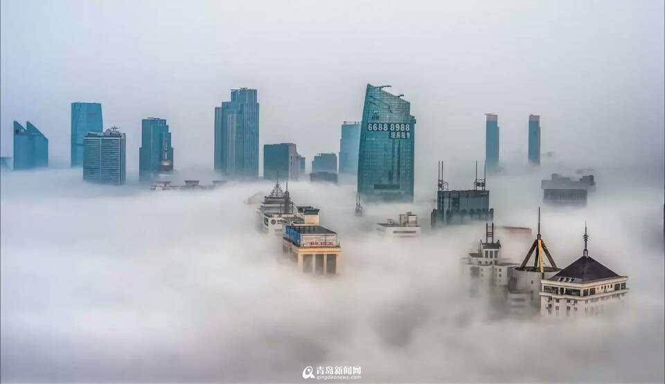 高清:青岛海雾季朦胧美 云雾缭绕似魔幻大片