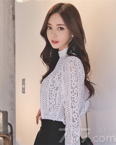 韩系中长发卷发发型 潮女范与御姐范你更爱哪一款图片