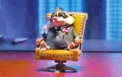 《疯狂动物城》中,有一只鼩鼱,名叫大先生,教父等级的人物,动物城最
