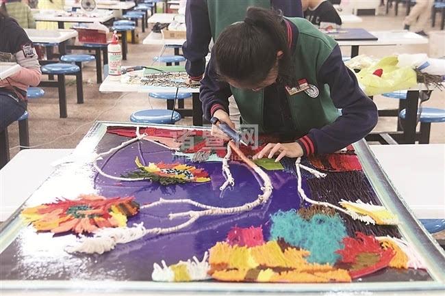 """""""中国梦,我的梦 """"中小学生艺术节举行现场书画比赛"""