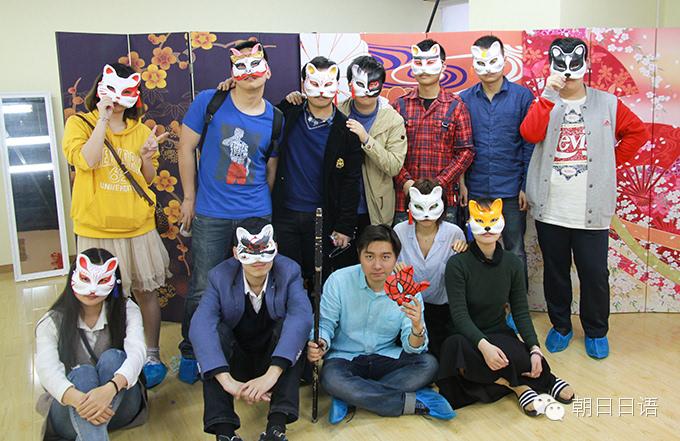 手绘面具的活动展现了朝日学员们多才多艺的一面,也通过活动了解日本