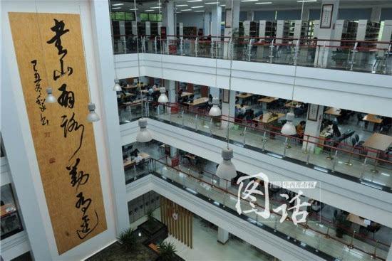 新闻 正文  24日,到四川大学图书馆工学分馆的同学非常幸运,馆内正在