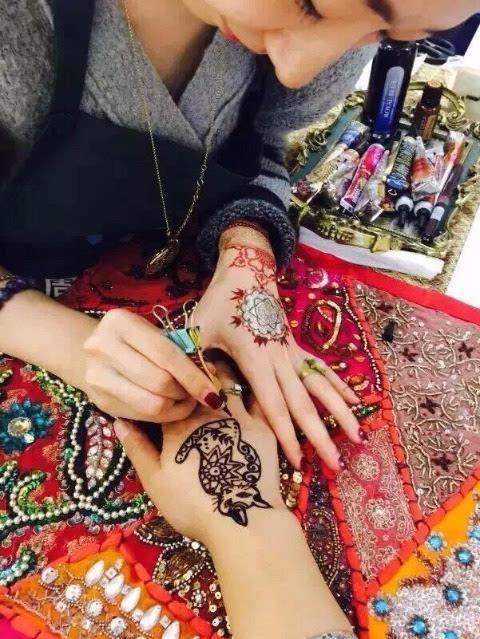 海娜手绘是印度的一门传统手绘艺术
