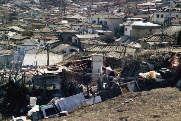 中国贫民窟风景_韩国繁荣的背后:穷人住贫民窟 城市如中国小县城