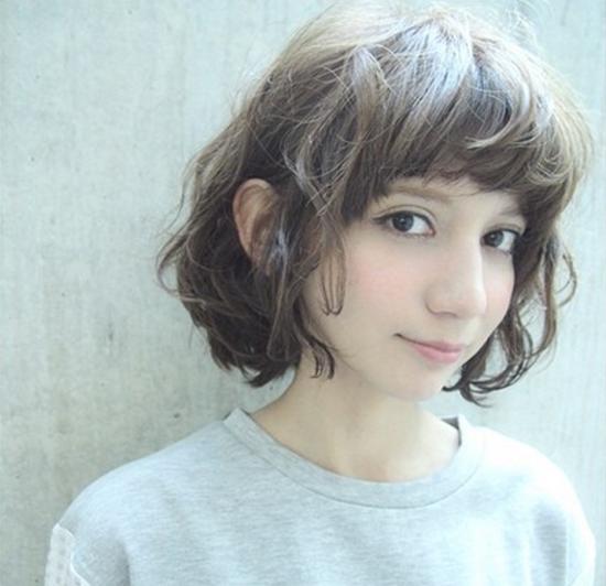 现在女生最流行的短发发型是什么样的图片