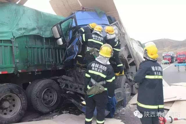青银高速靖边段发生惨烈车祸!两辆半挂凌晨追尾