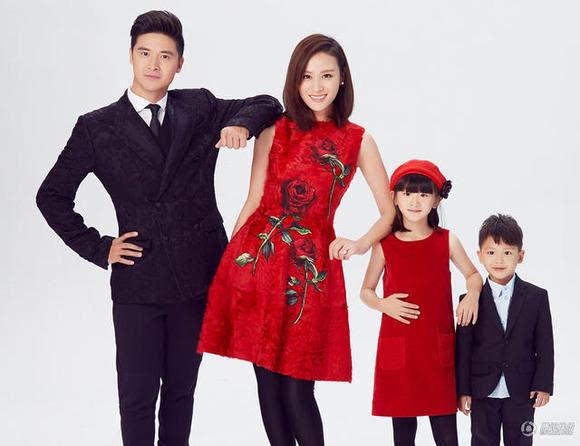 田亮叶一茜和女儿森蝶,儿子小亮仔,是另一家有名的全家共用一个长相的图片