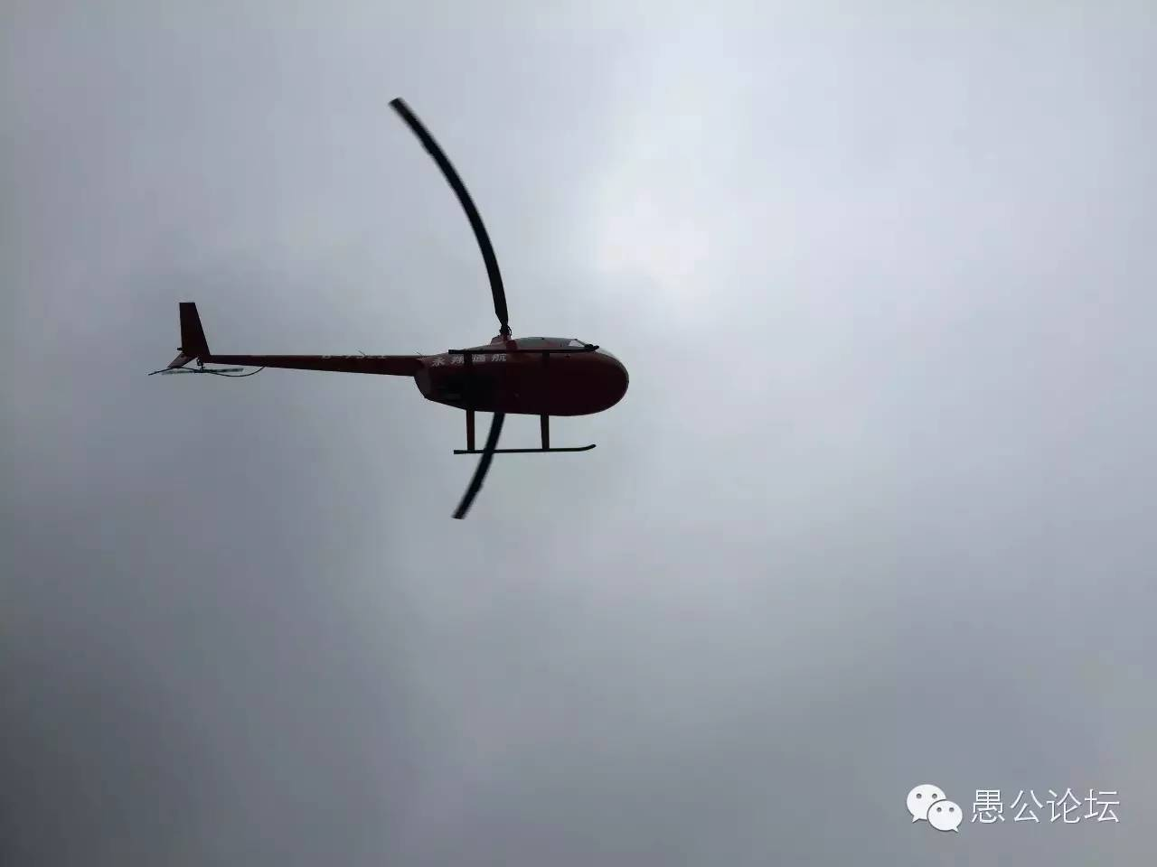"""济源首架旅游直升机""""王屋山号""""在五龙口景区首飞圆满"""