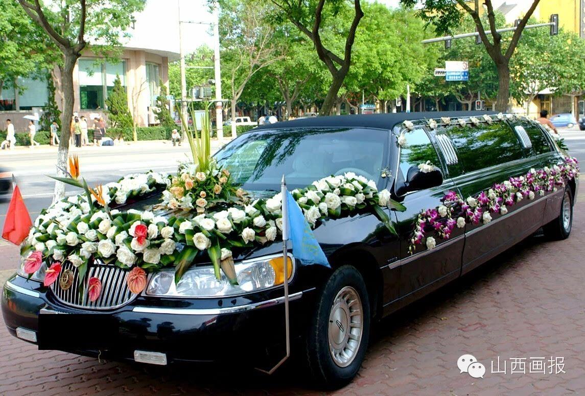 婚车队伍的豪华尽显在头车上图片