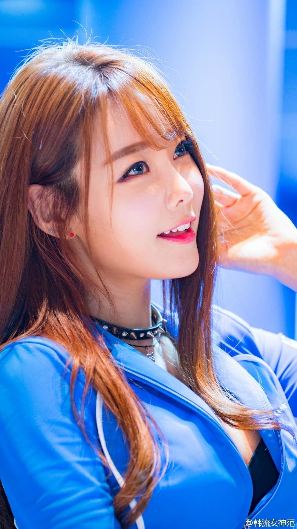 韩国漂亮脸蛋美女模特吐舌头