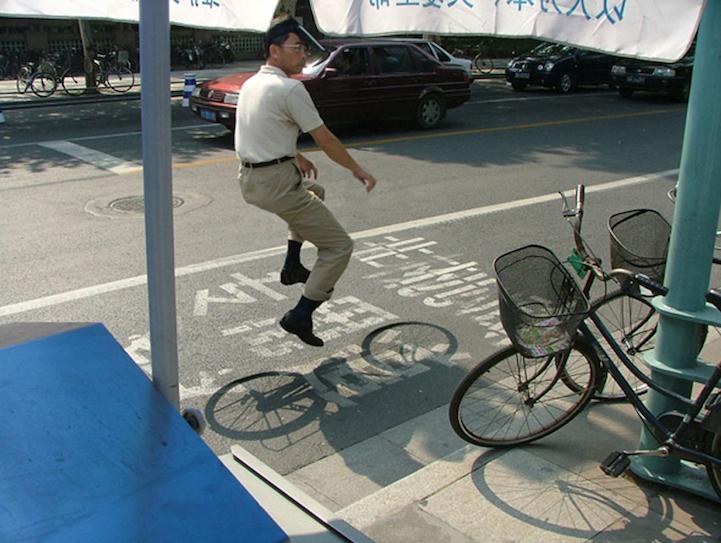 观念摄影:漂浮骑车人