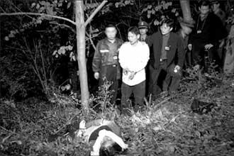 成喜/5月19日,党成喜梨园万人蠕动,武警、公安人员早已戒备森严,...