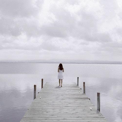 你是孤独患者 治愈系女生背影小清新图片