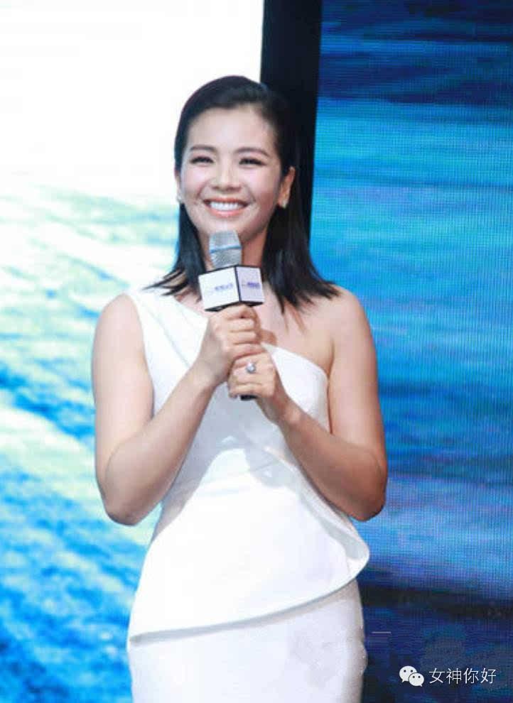 刘涛穿错衣胖十斤!小白裙要会穿才能美上天