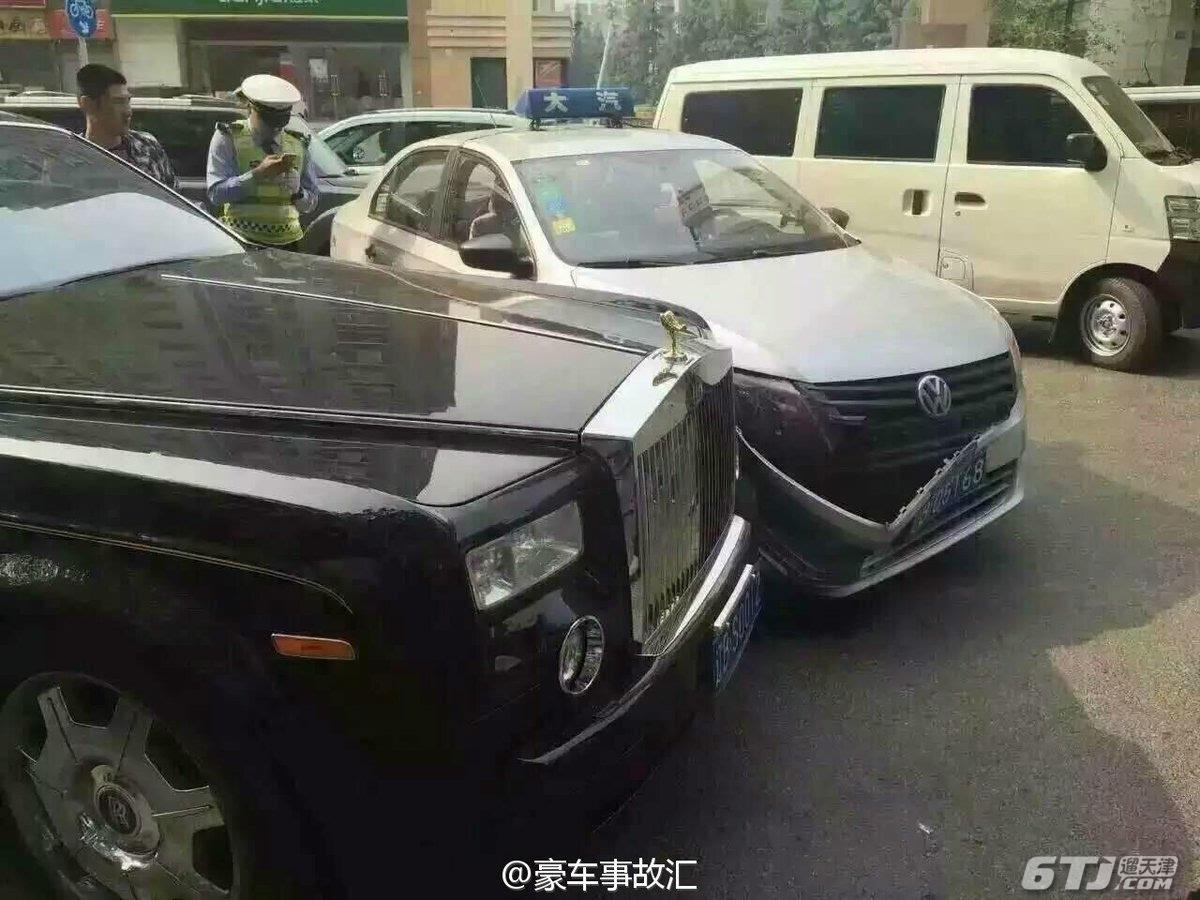 出租车撞价值600万劳斯莱斯 豪车维修费用可达6位数字
