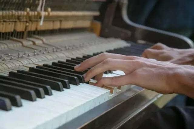 轻舟荡漾钢琴简谱
