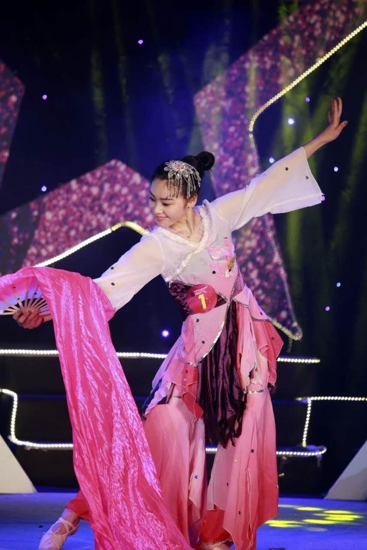 古装舞蹈丝带发型步骤图