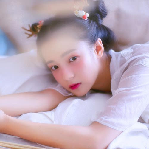 长犄角的可爱小龙女 小清新女生图片