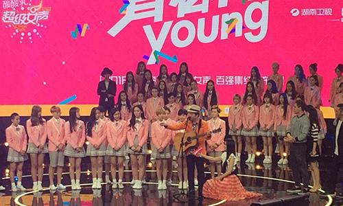 国伦老师现场表演,黄国伦老师深情演唱我愿意片段.