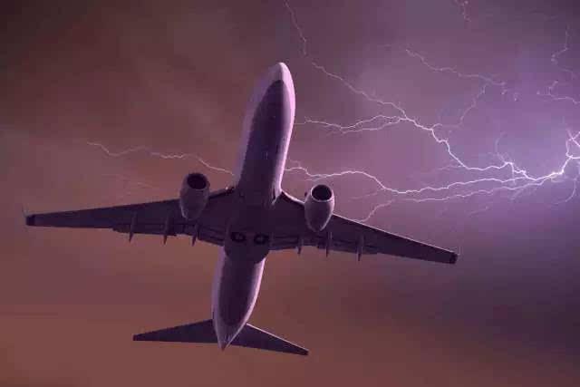 如果整架飞机上的乘客都开着手机