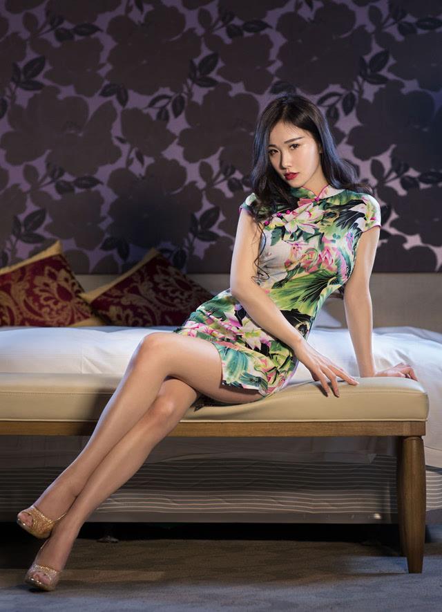 气质模特旗袍写真纤腰细腿尽显妖娆