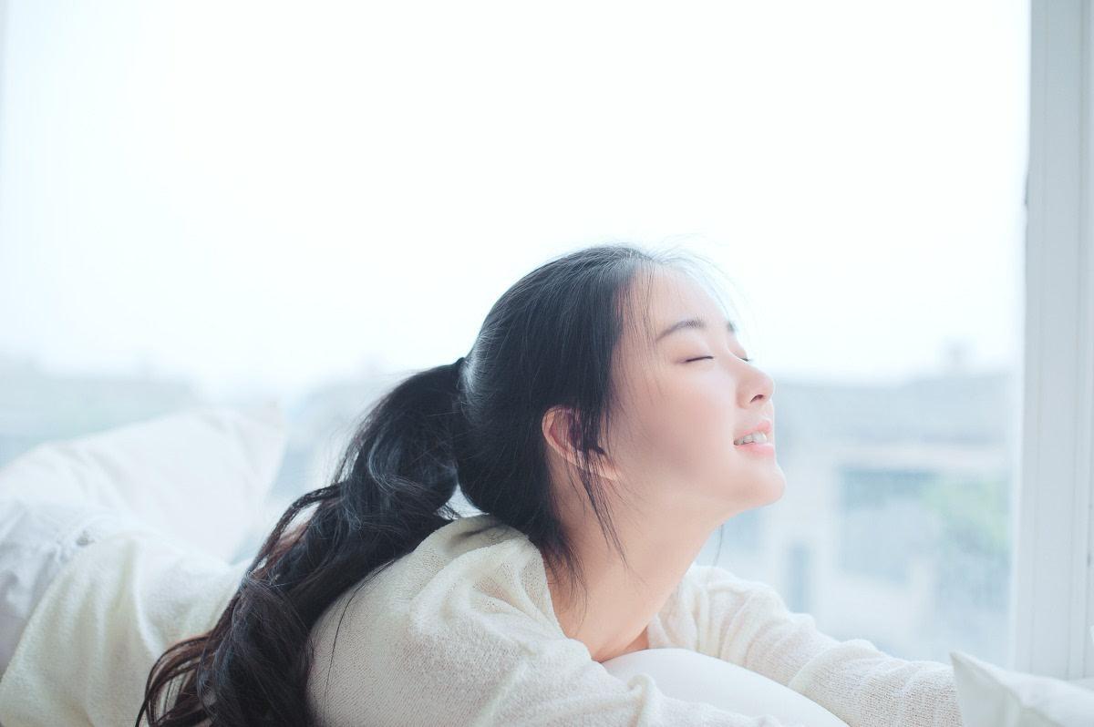 素颜清纯长发美女唯美写真