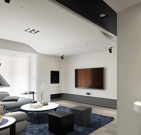 从这张客厅地板装修效果图来看,整体设计以清爽利落的黑白灰为主色调