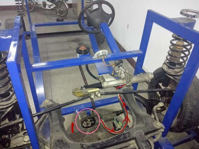 圆圈标示的1,就是我们的液压转向油泵,顾名思义,就是推动转向液在系统图片