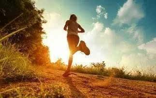 其它 正文  特点:清爽的短发 全身运动装备 性格:迎着朝阳奔跑,说的久图片