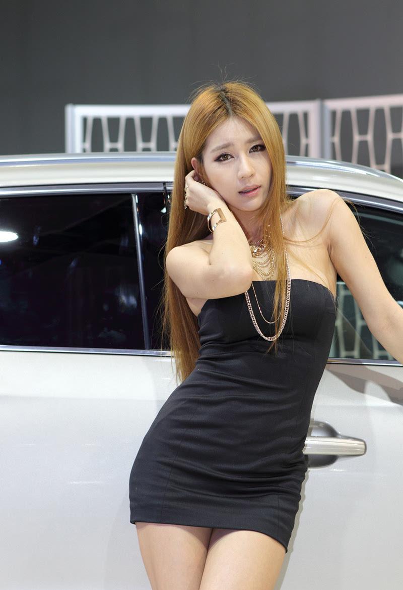 韩国性感金发超短裙美女车模