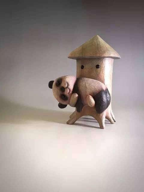 这个中二大叔,竟把冷木头雕成了搞笑的小动物