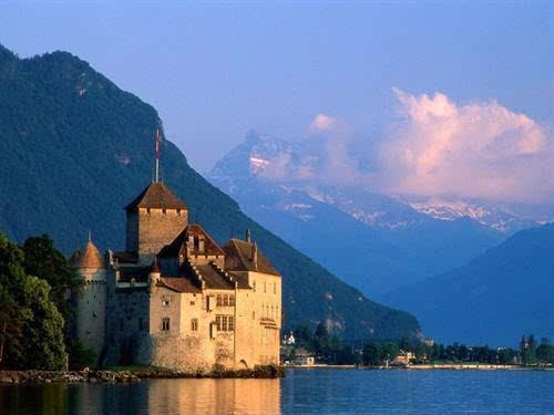 法国海岸古堡罗马尼亚德古拉城堡,布朗城堡位于罗马尼亚中西部,