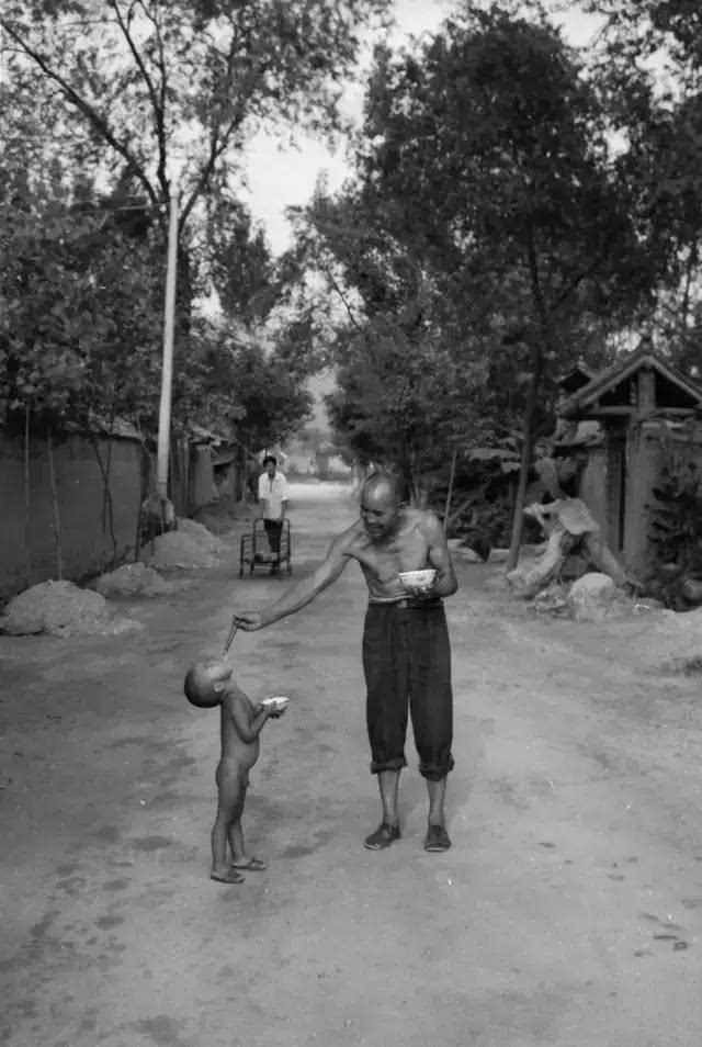 一组河南农村吃饭老照片 - 正义 - 正义的博客