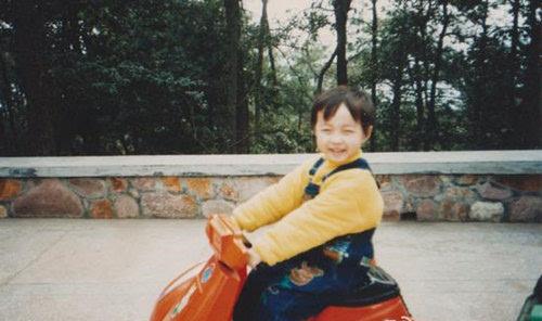 张艺兴童年照