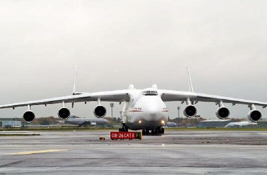 AN-225运输机 中国的大飞机运20已经很厉害了,最大起飞重量220吨,载重超过66吨。但是与AN225一比真的是差距巨大,AN225的载重都比运20的最大起飞重量大,这运输机得多牛?所以,如果这一飞机能被搞到中国生产,那中国的大型运输机将直接迎来跨时代发展,中国的战略运输能力和投送能力将会翻着跟头提升。所以,但愿这事是真的,希望乌克兰赶紧卖给中国。不过,想想航母和航母技术都卖了,还差一架大型运输机吗?欢迎乌克兰人的到来! 中国一大型飞机竟被美国认可:性能太棒了 近日,由中国航空工业集团公司(中航工业