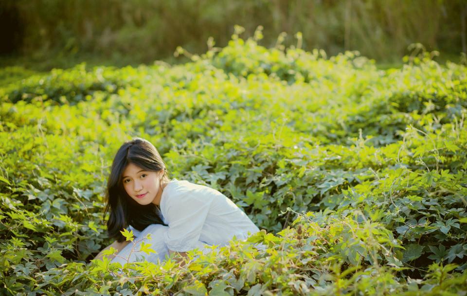 清纯萌妹草地清新写真甜美可爱(1)