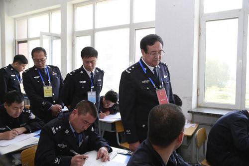 呼和浩特856名民警参加执法资格考试