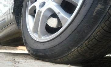 胎压明明加够了,为什么轮胎还是瘪的?你知道为什么呢?图片