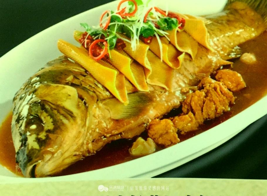 摄影/朱文鑫 就这样,松花湖的三花一岛野生鱼,成为了吉林市的美食
