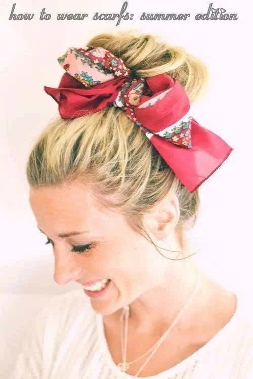 ▼          天气越来越热    你可以选择用丝巾绑成蝴蝶结把头发