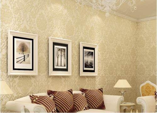其壁纸的花纹是立体感极强的欧式花纹,图案大气美观,配合这欧式的白色