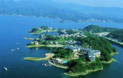 【人口约11万】 简介:千岛湖镇是浙江省淳安县政府所在地,是国家级风