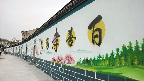 在泽国镇姜家村村口,漂亮的墙绘十分引人注目。驾车行驶几公里,墙绘一直绵延,整个行车体验十分舒适。连片的精美墙绘上,有展现村民日常生活的,有描绘美丽乡村景色的,还有弘扬中华民族传统美德的墙绘附近,就是村里的沿河游步道,微风习习,杨柳依依,一派美景。 在创建美丽乡村时,泽国镇姜家村通过墙绘、游步道、公园等建设,提升软环境,也为村民们提供了休闲娱乐的场所。 本网记者 庞辉斌 摄