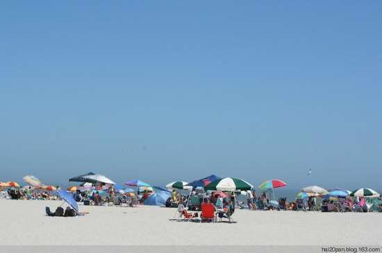 在美国海滩一饱眼福比基尼女人的性感翘PP_性感美女胎记图片