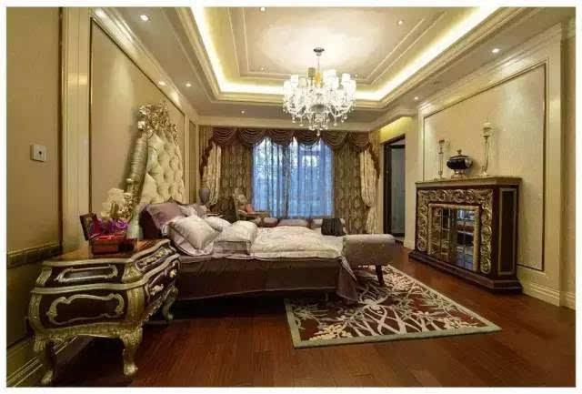 在材质上,采用仿古地砖,欧式壁纸,大理石等,强调了稳重,华贵与舒适.