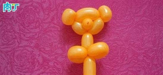 各式各样的动物,水果,卡通人物用气球制作出来也是像模像样的.