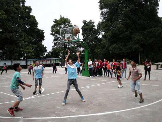 从江县庆云小学篮球赛迎接六一儿童节永安小学v小学图片